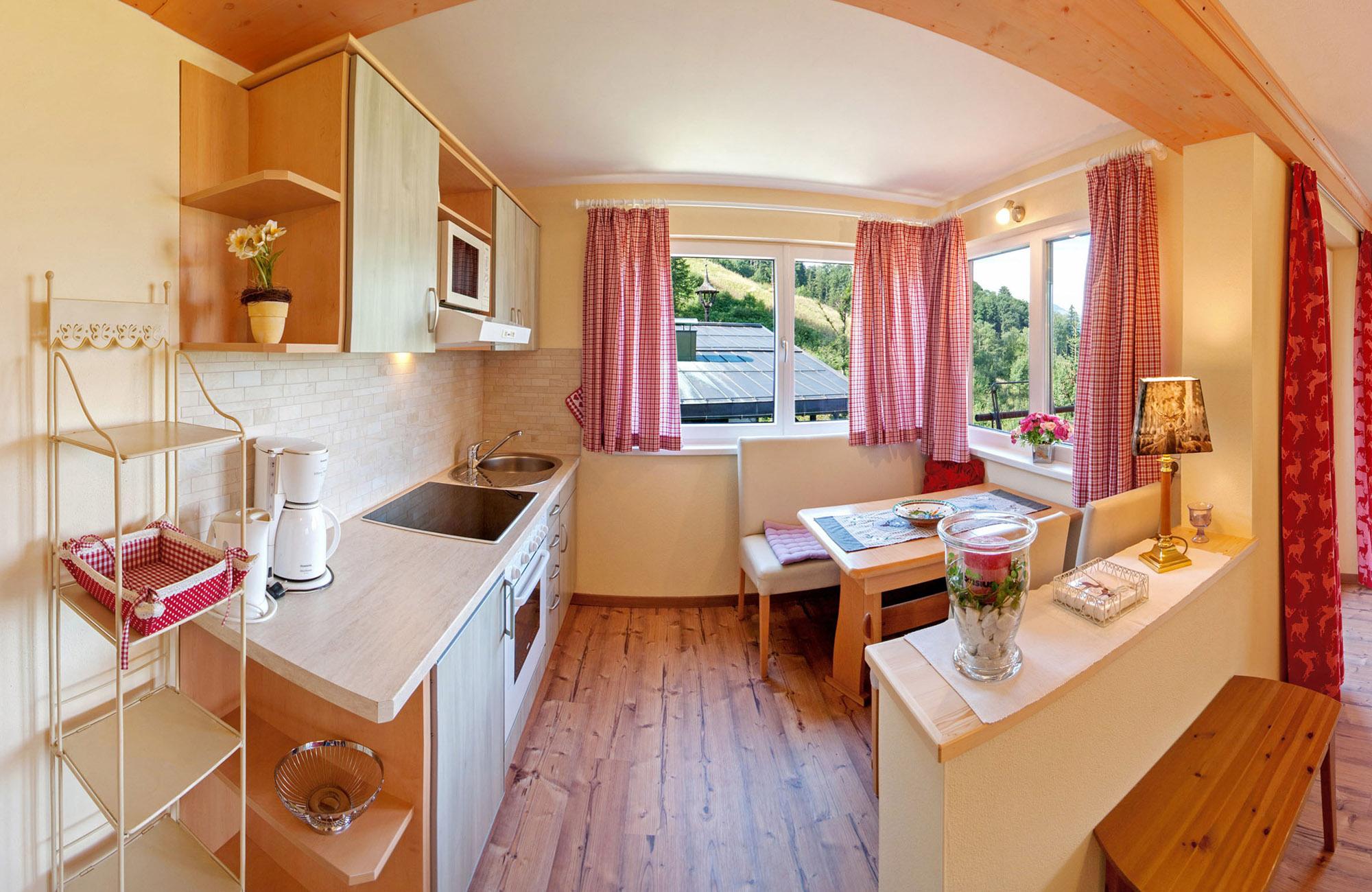 Preiswerte Ferienwohnungen in St. Johann in Tirol mit Ausblick zum Wilder Kaiser und Süd Balkon 2