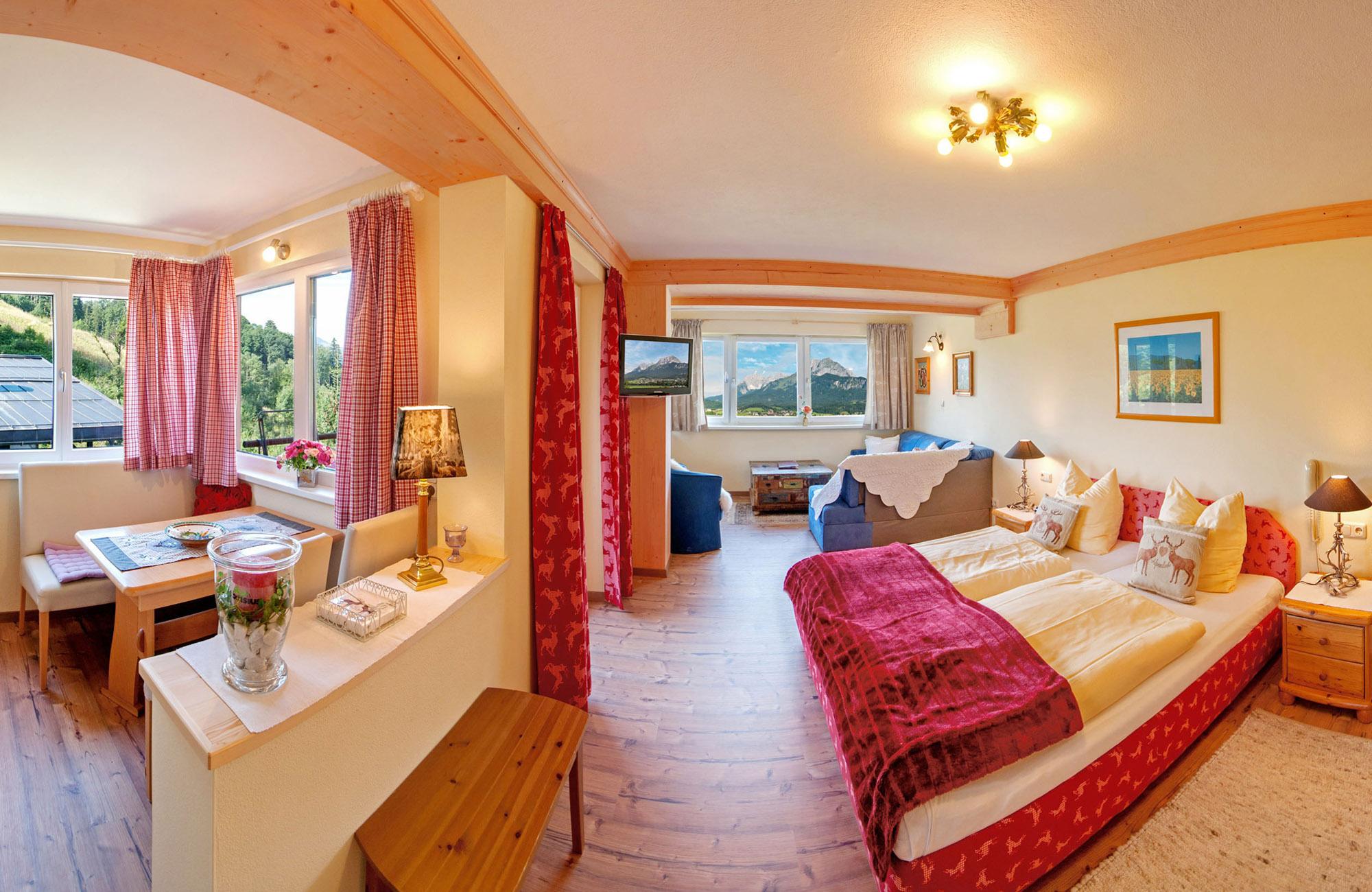 Preiswerte Ferienwohnungen in St. Johann in Tirol mit Ausblick zum Wilder Kaiser und Süd Balkon 3