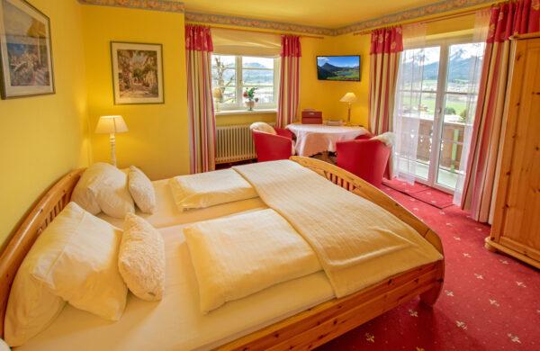 Familienfreundliche Ferienwohnung am Wilden Kaiser mit Panoramablick Gartenanlage und beheizten Pool 2