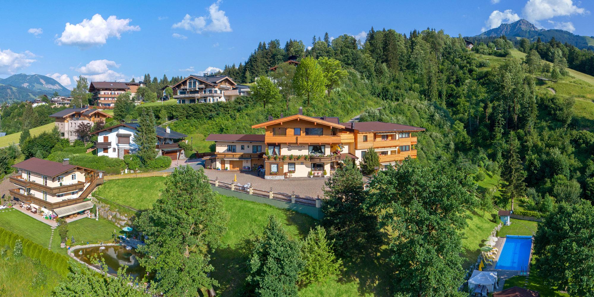 Ferienwohnungen Wilder Kaiser Romantik Aparthotel Sonnleitn beheizter Gartenpool Lage am Sonnenhang 50 m zum Skilift Tel+43 5352 62525