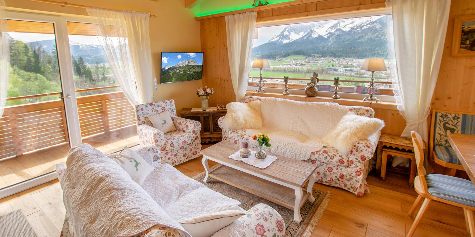 Appartement Kaiser Residenz Ausblick vom Wohnzimmer zum Wilden Kaiser